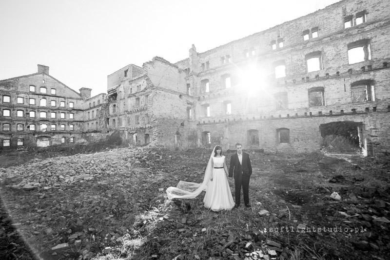 Fotografia śubna Gdańska Sesja ślubna w ruinach fabryki