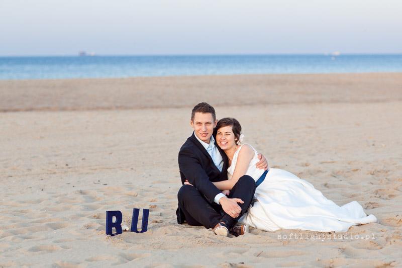Sesja ślubna nad morzem na plaży w Gdańsku