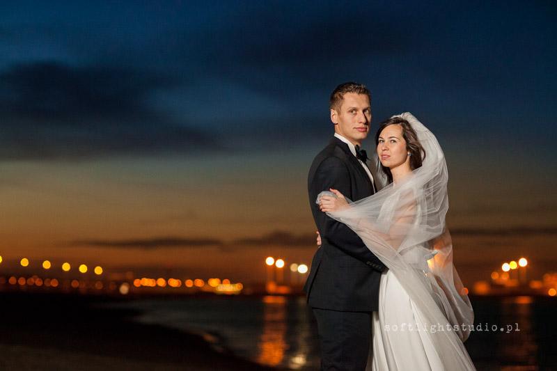 Sesja ślubna nad morzem, Zdjęcie na plaży nocą Gdańsk